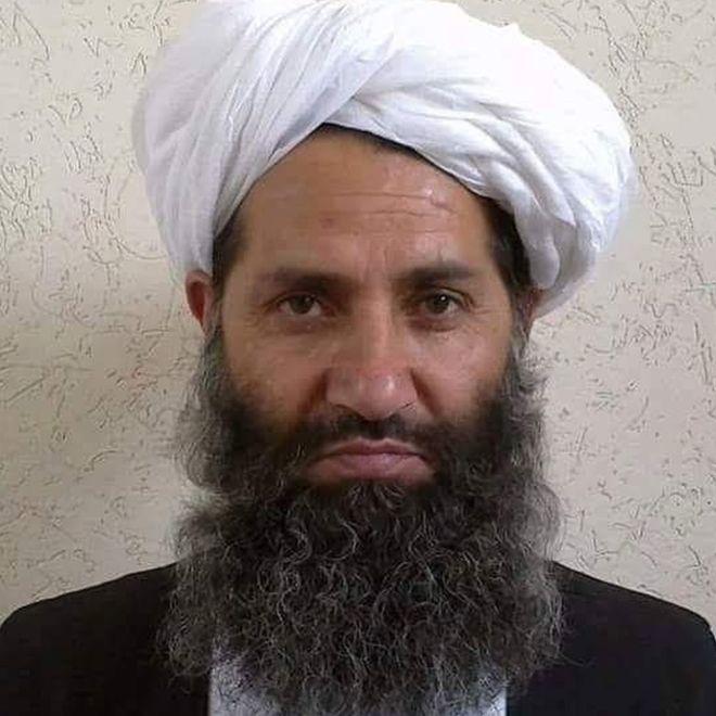 De líder religioso a comandante talibán