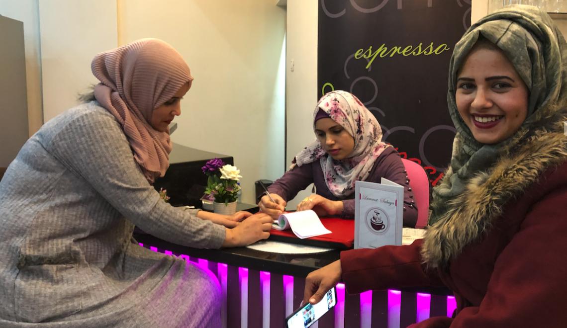 Primera cafetería para mujeres en Gaza